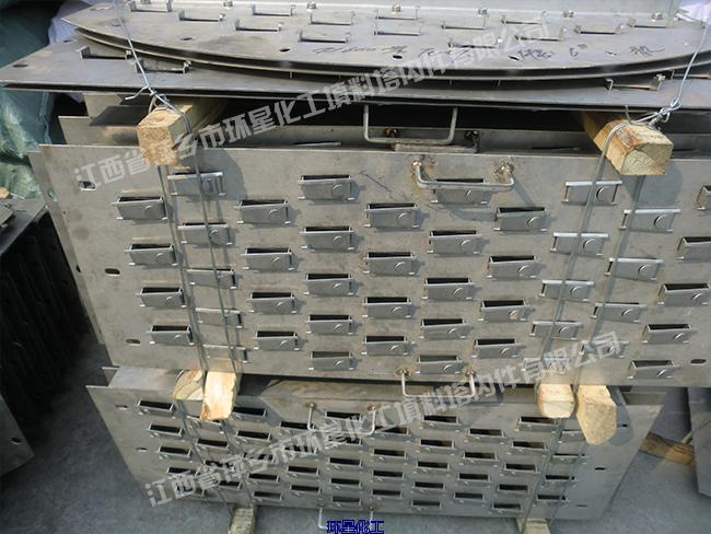 浮阀是浮阀塔板上的气相分散构件